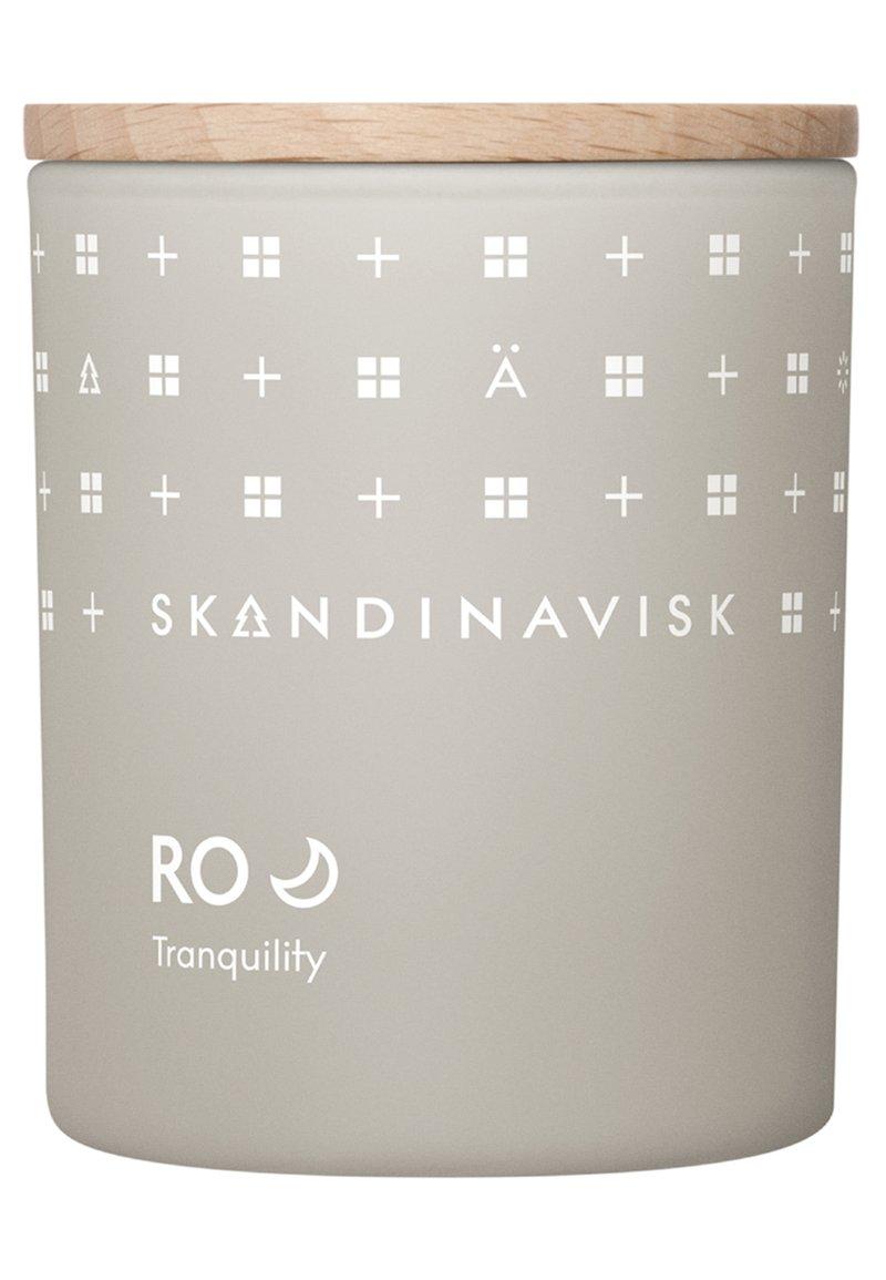 Skandinavisk - SCENTED CANDLE WITH LID - Duftkerze - ro