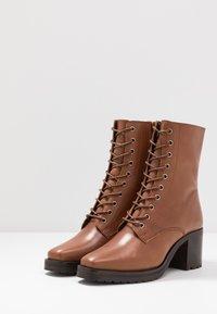 KIOMI - Winter boots - cognac - 4