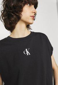 Calvin Klein Jeans - URBAN LOGO TEE - Printtipaita - black - 4
