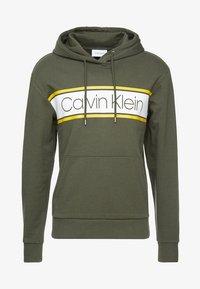 Calvin Klein - TEXT STRIPE LOGO HOODIE - Hoodie - green - 3