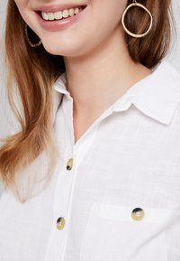 Dorothy Perkins Petite - SLUB - Skjortebluser - ivory - 4
