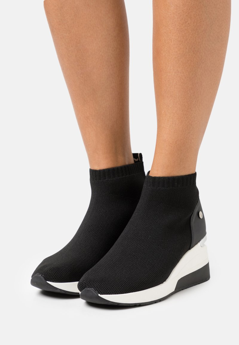 XTI - High-top trainers - black