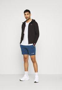 Tommy Hilfiger - LOGO SHORT - Sports shorts - blue - 1