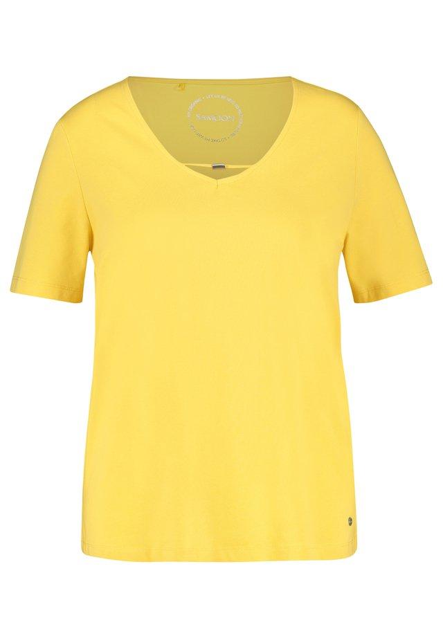 MIT DEKORATIVEM AUSSCHNI - Basic T-shirt - lemon drop