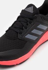 adidas Performance - FORTAFAITO UNISEX - Juoksukenkä/neutraalit - core black/grey four/signal pink - 5