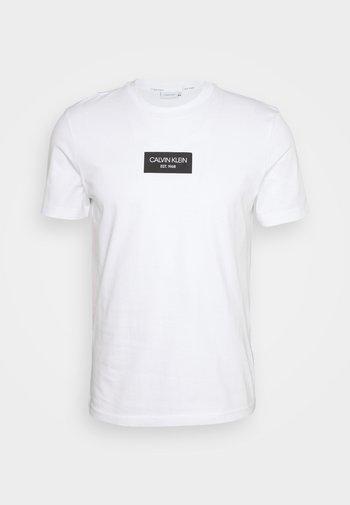 CHEST BOX LOGO - T-shirt med print - white
