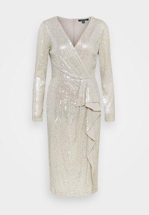 MILLBROOK DRESS - Vestido de cóctel - silver frost shin