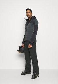 Kjus - MEN SIGHT LINE  - Ski jacket - dark jet green/black - 1