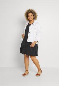 Vero Moda Curve - VMFILLI CALIA DRESS - Jersey dress - black - 1