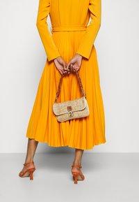 Closet - CLOSET PLEATED SHIRT DRESS - Maxi dress - rust - 3