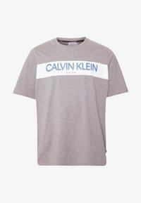 Calvin Klein - STRIPE LOGO  - T-shirt con stampa - grey - 4