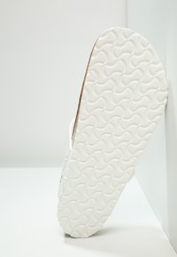 Birkenstock - GIZEH - T-bar sandals - white - 4