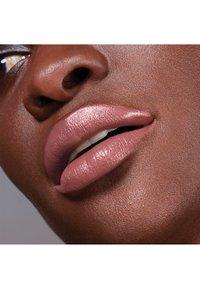 Maybelline New York - COLOR SENSATIONAL THE CREAMS - Lipstick - bare reveal - 2