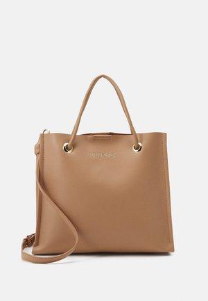 PLUM - Handbag - camel