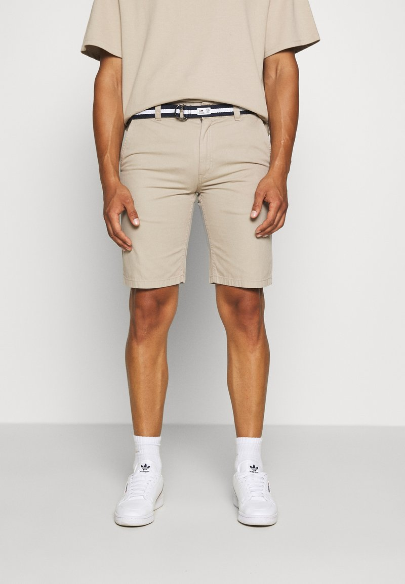 Tommy Jeans - BELTED CHINO SHORT - Szorty - stone