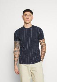 Hollister Co. - SCRIPT LOGO  - Camiseta estampada - navy stripe - 0