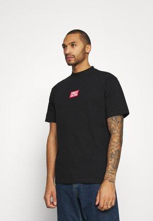 SWEET 90S LOOSE TEE UNISEX - Camiseta estampada - official black