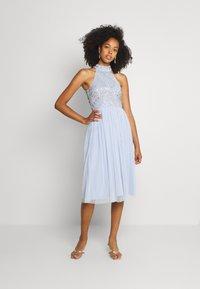 Lace & Beads - MAISY MIDI - Koktejlové šaty/ šaty na párty - light blue - 1