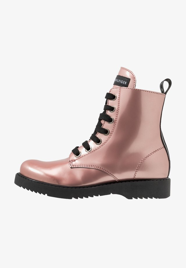 Šněrovací kotníkové boty - rose gold