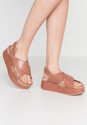 TARIM - Sandály na platformě - drile nude