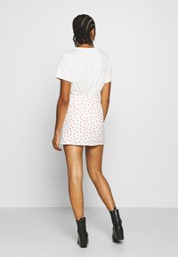 Glamorous - STRAWBERRY SKIRT - Mini skirt - white - 2