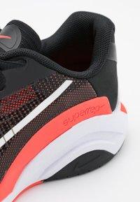 Nike Performance - ZOOMX SUPERREP SURGE - Zapatillas de entrenamiento - black/white/bright crimson/pure platinum - 5