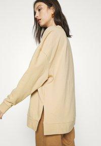 Even&Odd - SLIT SIDED LONG OVERSIZED SWEATSHIRT - Sweatshirt - sand - 4