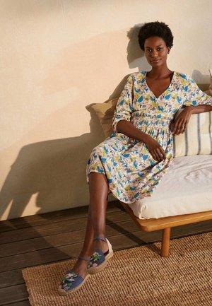 SUSANNAH  - Day dress - milchshake tukan im baum