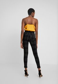Missguided - CHECK VICE CHECKED HIGHWAISTED - Jeans Skinny Fit - black - 2