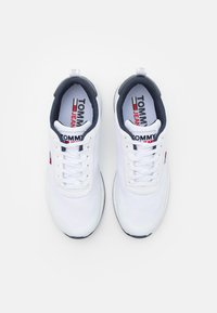 Tommy Jeans - FLEXI RUNNER - Sneakers basse - white - 3