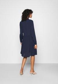 Minimum - BINDIE DRESS - Skjortekjole - navy blazer - 2