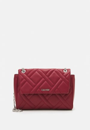 QUILT FLAP XBODY - Across body bag - red currant