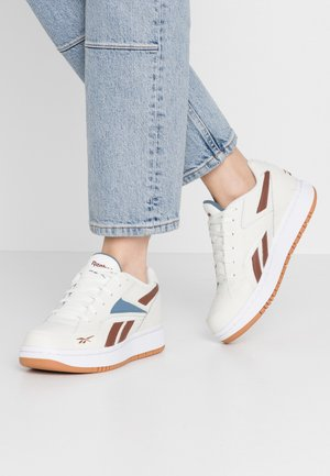 COURT DOUBLE - Trainers - chalk/peat