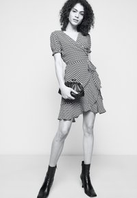 Diane von Furstenberg - EMILIAMINI - Vapaa-ajan mekko - pink - 4