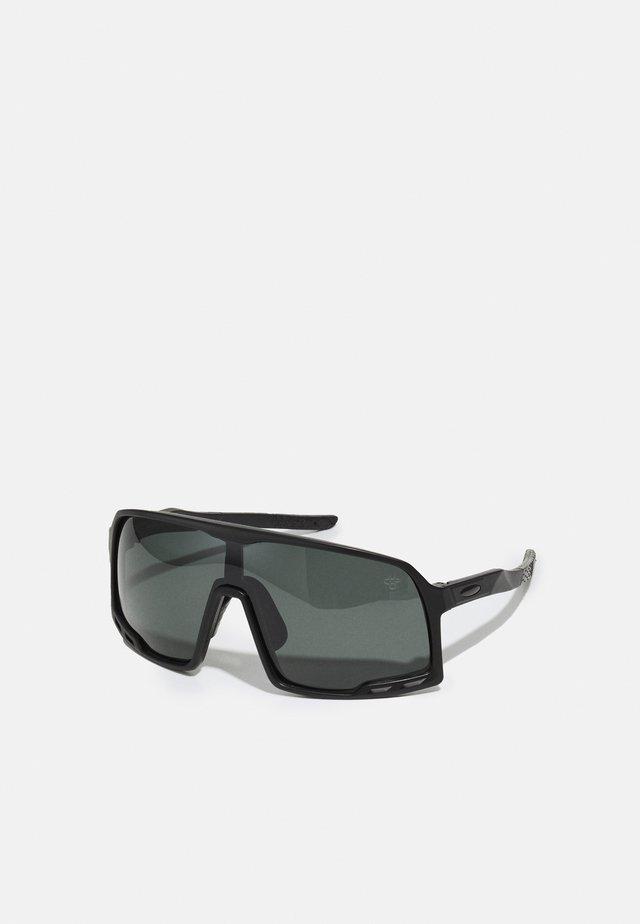 HENRIK - Sluneční brýle - black
