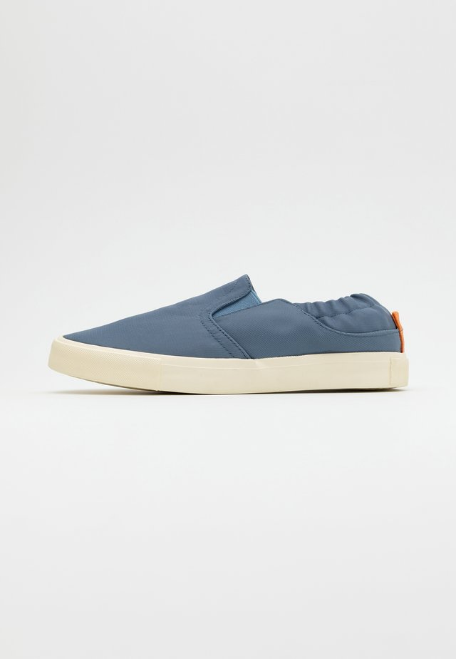 ALEXANDER - Slip-ons - steele blue/offwhite