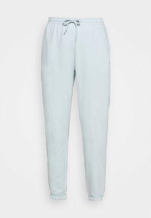 AMAZE - Pantalon de survêtement - light blue