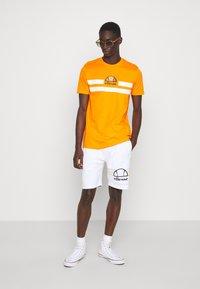 Ellesse - AIUTARMI - Shorts - white - 1