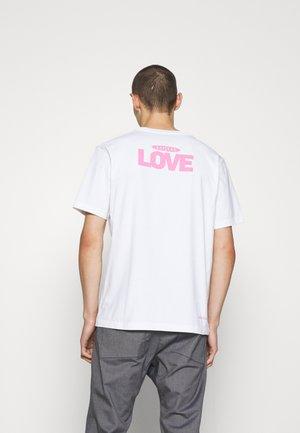 EDDY LOVE - Print T-shirt - weiss