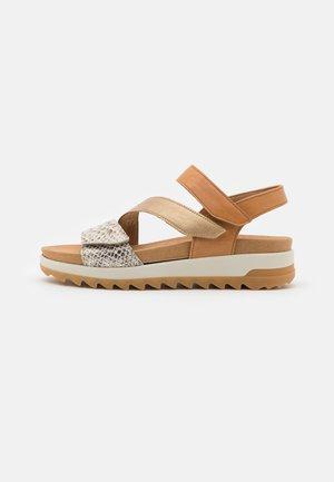 Sandalen met plateauzool - platino