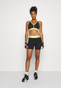 ONLY Play - ONPALIX SHAPE UP TRAINING SHORTS - Tights - black/safety yellow - 1