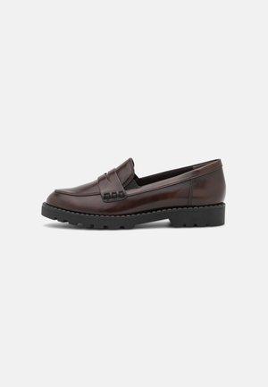 Slippers - maroon brush
