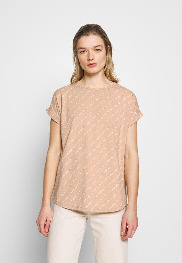 AFRICA - T-shirt z nadrukiem - roebuck