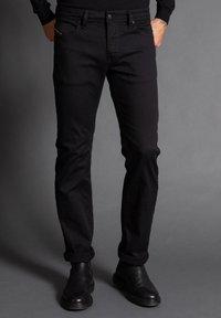 Diesel - Straight leg jeans - schwarz - 0