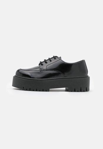 LINDON UP - Richelieus - black