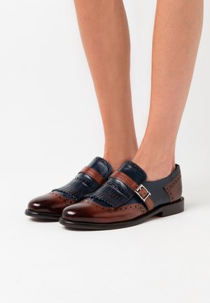 SELINA - Slippers - classic brown/navy