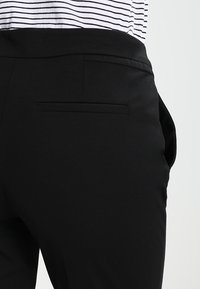 comma - Stoffhose - black - 4