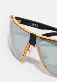 adidas Originals - UNISEX - Sunglasses - matte orange/smoke mirror - 3