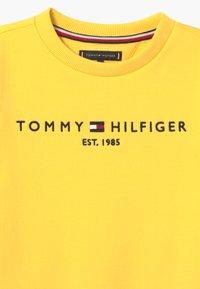 Tommy Hilfiger - ESSENTIAL UNISEX - Sudadera - yellow - 3