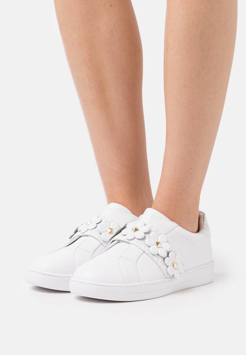 MICHAEL Michael Kors - KENNA  - Sneakers laag - bright white